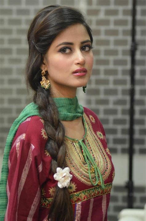 Yumna Syari model sajal ali