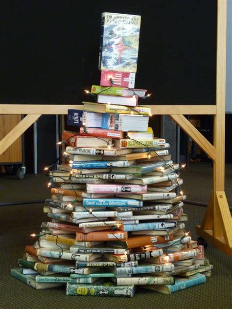 library displays christmas tree