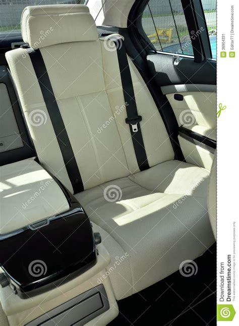 siège bébé voiture si 232 ge arri 232 re 224 l int 233 rieur de voiture de luxe image stock