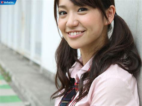 Yuko White Top akb48 members
