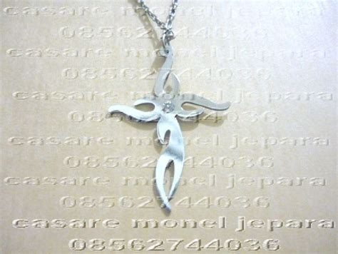 Kalung Nama Mahkota Monel Silver Perhiasan Nama Silver kalung salib nama casare monel jepara 085225716666 08562744036