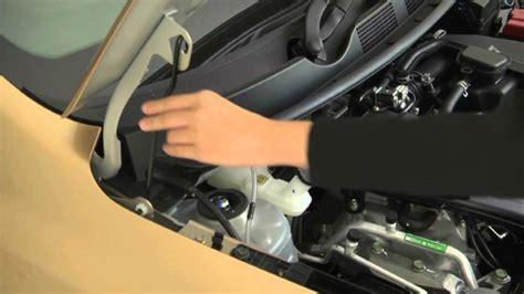 membuka kap mesin panduan singkat berkendara datsun