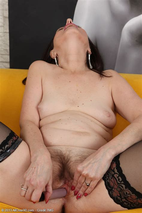Brunette Milf Barbarella Toy Fuck Her Muffin Milf Fox