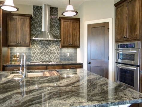 Beautiful Granite Kitchen Decobizz Ldk Kitchen With Cambria Granite Would Look Great With Ivory Cabinets House Dreams