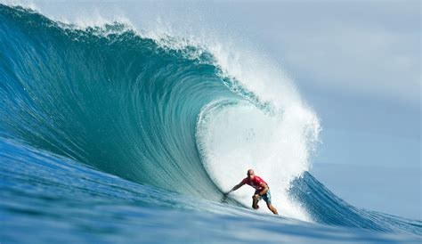 kelly slater surfing pipeline kelly slater relegated as pipe masters sees early drama