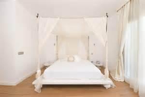 Canopy Platform Bed Sleep Like A King Dreamy Baldachin Ideas
