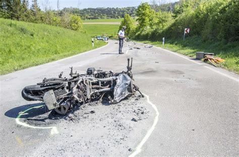Unfall Motorrad Stuttgart by Unfall Mit Auto Drei Motorradfahrer T 246 Dlich Verungl 252 Ckt