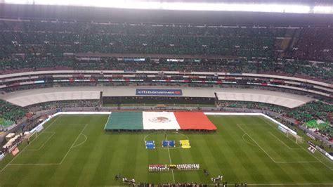 imágenes estadio azteca mosaico y bandera monumental adornaron el estadio azteca