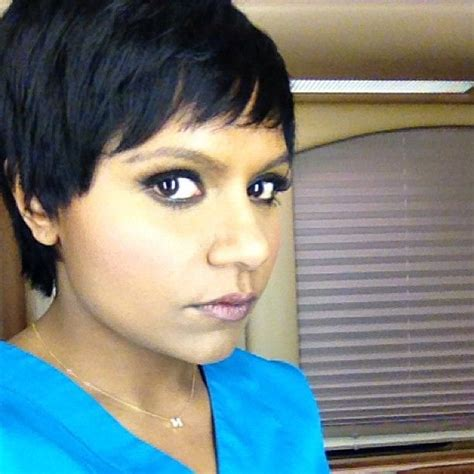 did mindy lahere cut her hair mindy kaling shows off her pixie cut selfie nation