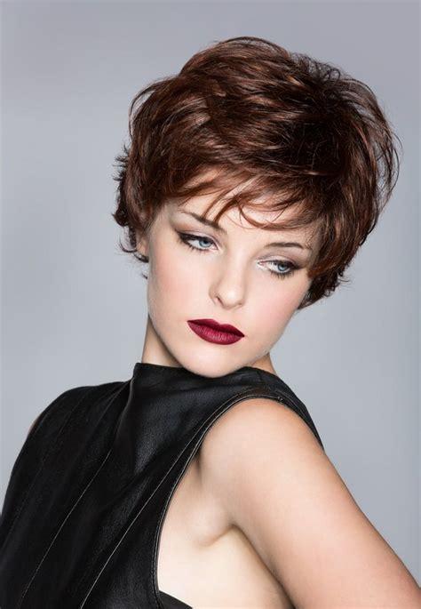 hay otros cortes de cabello de moda que combinados con rulos pueden corte pixie y sus diferentes estilos a la moda