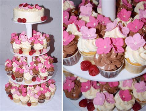 Hochzeitstorte Mit Cupcakes by Cupcake Hochzeitstorte Mit Zuckerbl 252 Ten