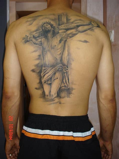 tattoo jesus cristo na cruz tatuagem religiosa nas costas cal 231 a jeans na moda