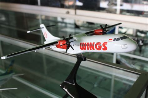 Miniatur Pesawat Hello Air replika pesawat replika miniatur pesawat atr wings air