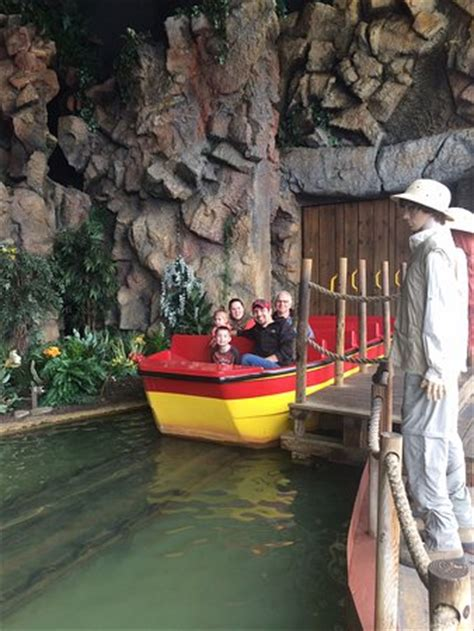 jurassic park boat ride jurassic jungle boat ride pigeon forge tn top tips