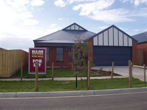 buy house in lynbrook lynbrook se melbourne suburbs first house rental in australia member albums