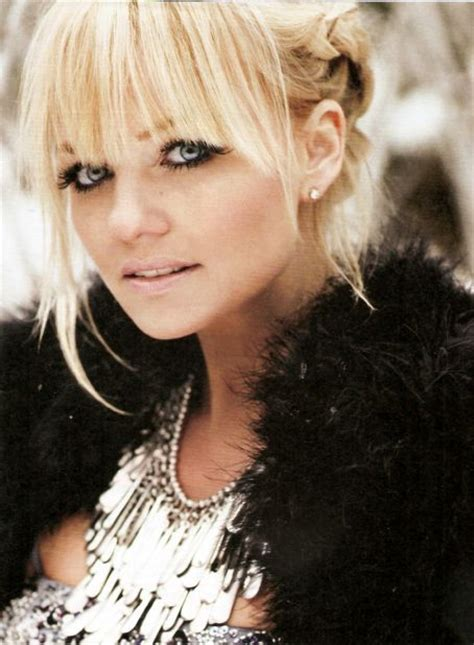 hairstyles that compliment full round face emma bunton fringe