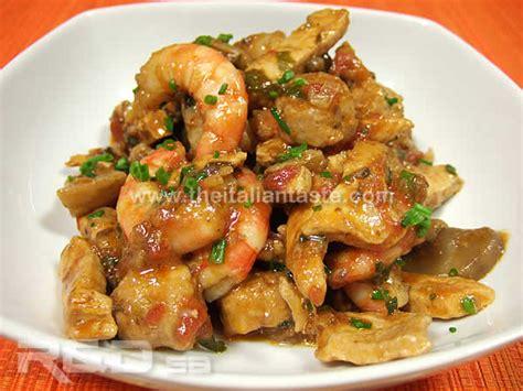 come cucinare il pollo in umido pollo salsiccia gamberi e funghi in umido