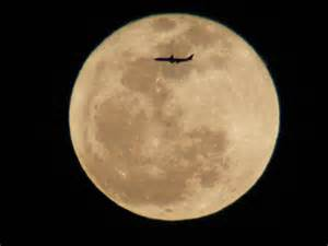 Who Is Moon Airplane Soars Across The Worm Moon In Awesome