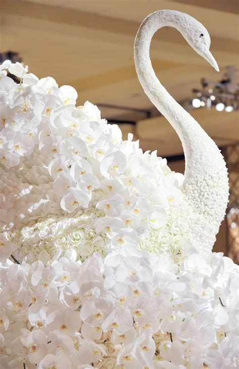 Escort Card Table Floral Swan Sculpture Decorations   I do