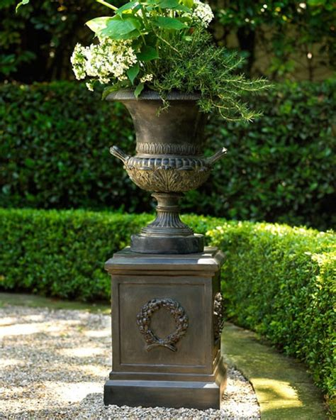 Outdoor Planter Urns by 268 Best Images About I Urns On Gardens