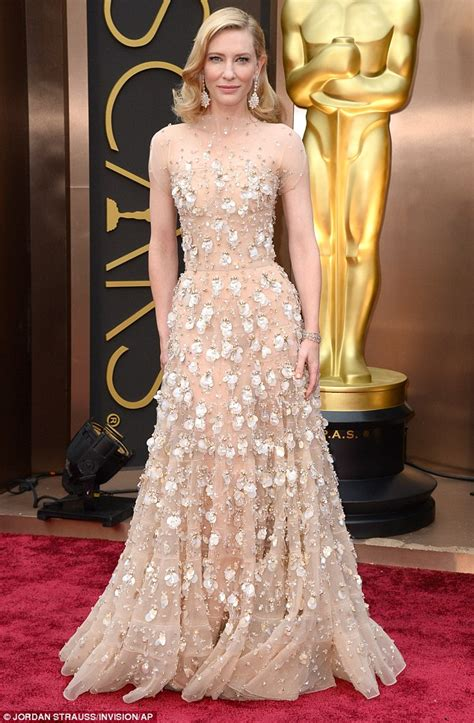 Oscars Carpet Cate Blanchett by Cate Blanchett Takes Home Best At The Oscars For