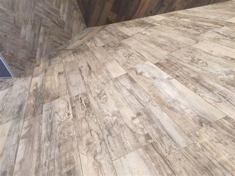 pavimenti in ceramica effetto legno prezzi gres porcellanato effetto legno prezzi