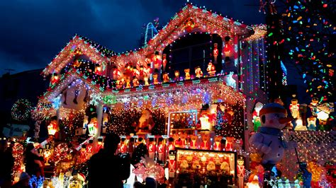 6 best neighborhoods with spectacular holiday lights in