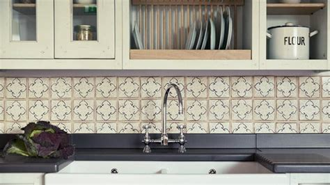 tips on choosing the tile for your kitchen backsplash 6 top tips for choosing the perfect kitchen tiles