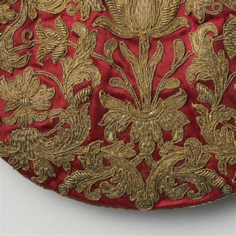 Pouch Chantilly Floral half flat pouch ceriserood satin embroidered with