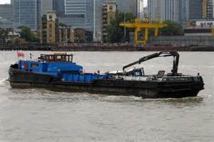 Thames River Recycling | a recycling barge on the river thames 169 steve daniels cc