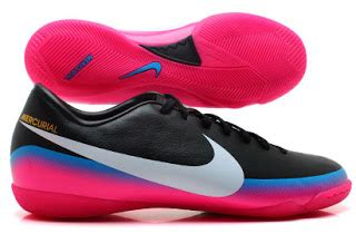 Paket Hemat Sepatu Bola Nike 1 sepatu fudsal nike toko bola dunia