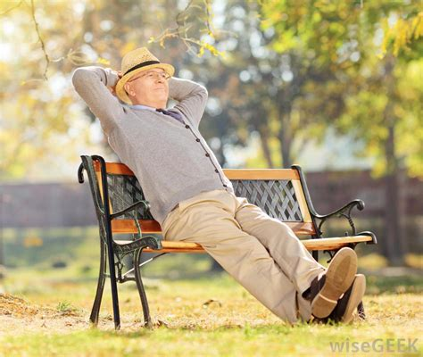 man sitting on bench what is a 401k administrator with picture