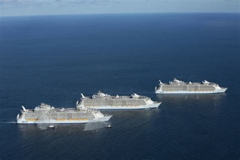 royal caribbean largest ship world s three largest cruise ships meet for the first time