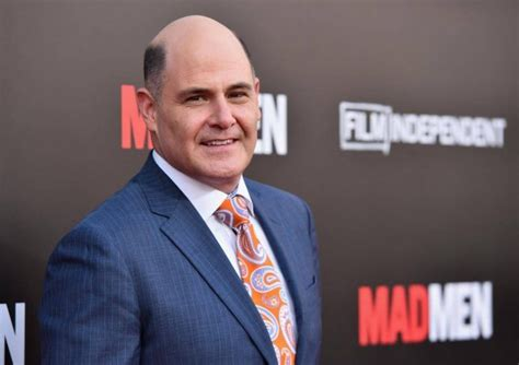 creator matthew weiner discusses the award winning sets of mad men mad men creator accused of sexual harassment samaa tv