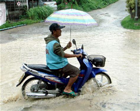 Motorrad Fahren Bei Regen by Siam De Reisen In Thailand Verkehrsregeln