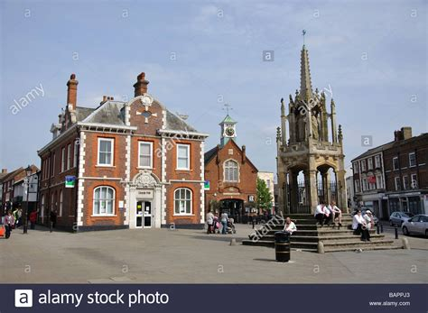 houses to buy in leighton buzzard period buildings and market cross market square leighton buzzard stock photo
