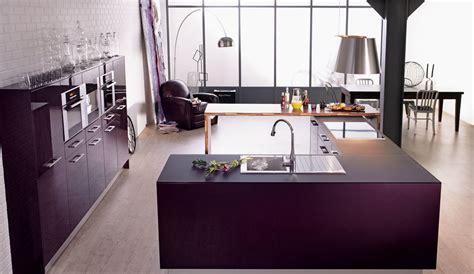 Ordinaire Modele De Cuisine En U #4: Cuisine-equipee-laque-violette-rive-droite-1000x580.jpg