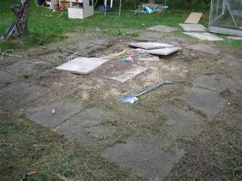 re lay concrete slabs to make 10ftx10ft base house