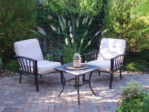 outdoor sitting interleafings garden designers roundtable lawn alternatives