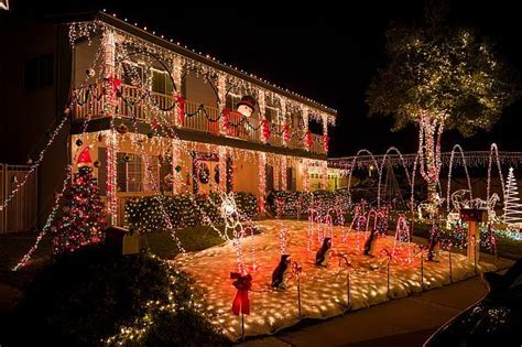 L A Favorites The Top 5 Best Places To See Christmas Best Lights Los Angeles