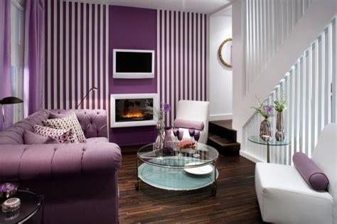 contoh wallpaper dinding ruang tamu ukuran sempit