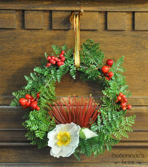 small new zealand christmas wreath featuring pohutukawa