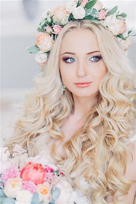 Wedding Hairstyles Hair Wavy by Best 25 Wavy Wedding Hairstyles Ideas On
