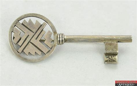 design pin vintage sterling silver 925 taxco es mexico skeleton key
