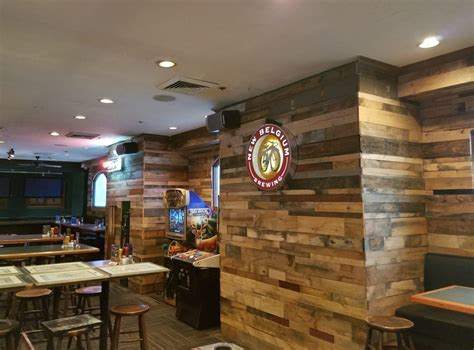 Custom Reclaimed Wood Wall Feature in Bar   Mission Hardwood