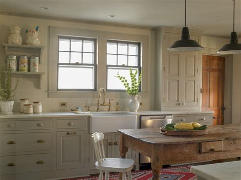 Farmhouse Style Kitchen Cabinets by 10 Warm Farmhouse Kitchen Designs Youramazingplaces