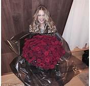 Behati Prinsloos Husband Adam Levine Sends Her Bouquet Of