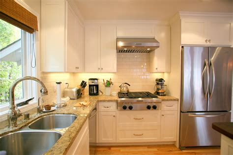 Houzz Kitchens White Cabinets Antique White Shaker Kitchen Cabinets Designforlife S Portfolio