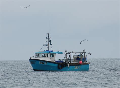 boat games pictures fishing boat at sea www pixshark images galleries