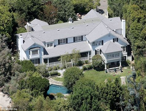 ashton kutcher house mila kunis and ashton kutcher purchase 10mil home in